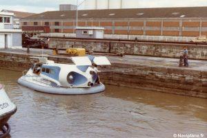 Le Naviplane N102-L à quai à Bordeaux