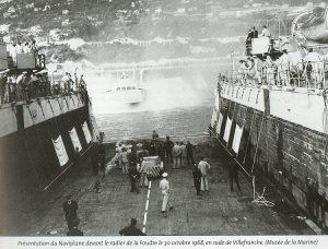 Embarquement du Naviplane N300 à bord du Foudre